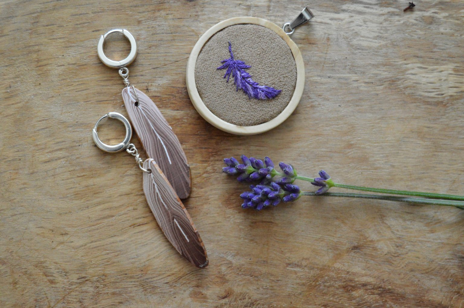 Brown feather earrings and necklace