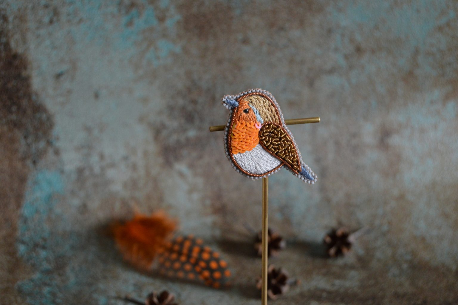 Small robin embroidery brooch